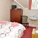 SHARED BATHROOM SMALL DOUBLE ROOM